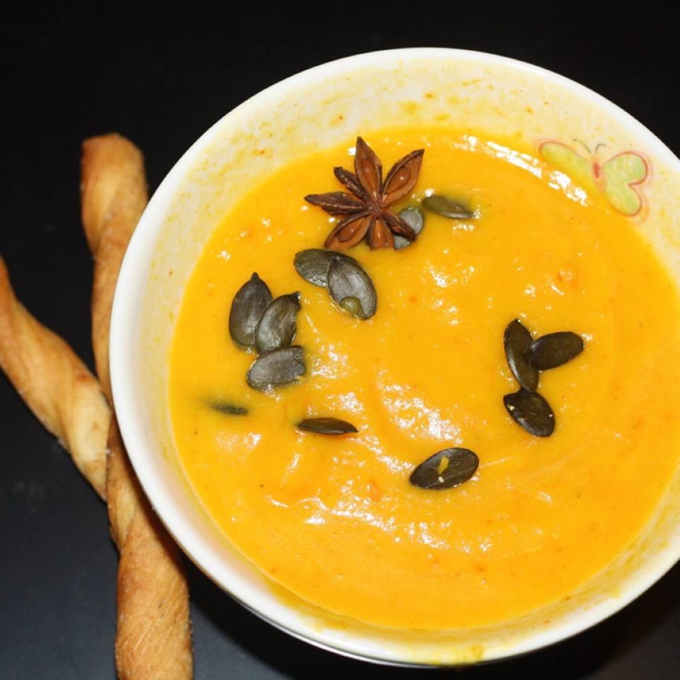 (Italiano) Vellutata di zucca e spezie per un caldo autunno