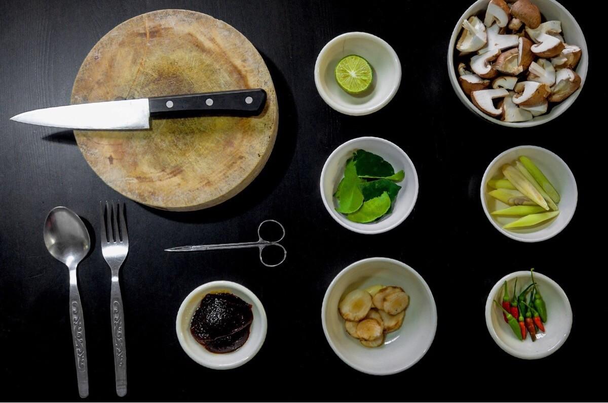 (Italiano) Pasta tricolore con crema di funghi e avocado